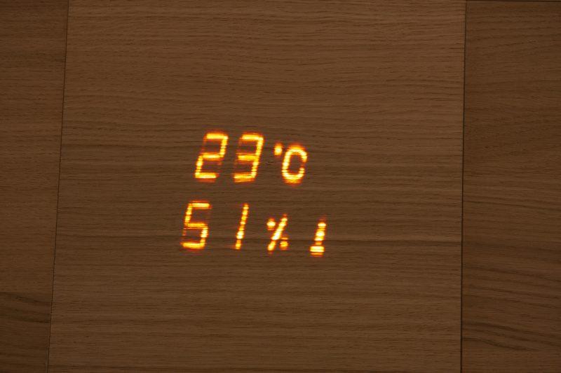 Aspectu on Cariitin suunnittelema saunan lämpö- ja kosteusmittari, jossa on myös tiimalasitoiminto.