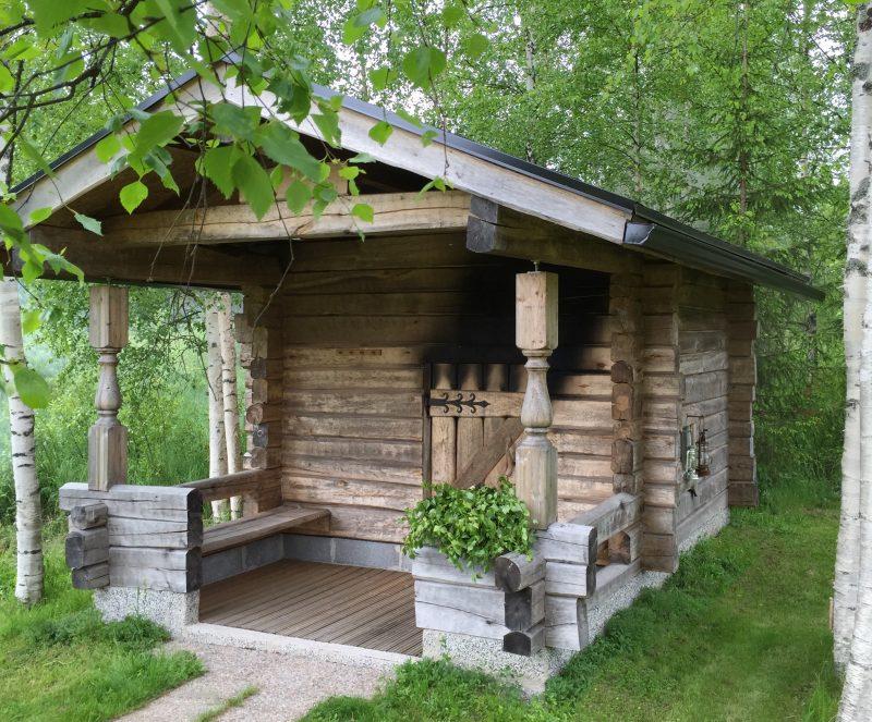 Suomalaisten mielestä ihanteellinen sijainti saunalle on luonnon lähellä.
